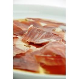 Assiette de jambon ibérique de Cebo coupé à la main ( Guijuelo, Espagne)